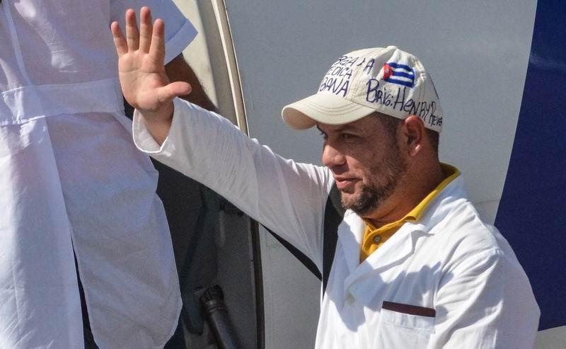 """El doctor Enmanuel Vigil, quien cumplirá su sexta misión médica, afirmó a la prensa que """"aunque las circunstancias sean complejas, la brigada estará junto al pueblo peruano. Foto tomada del perfil de FB"""