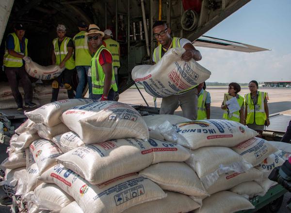 Llega a Cuba donativo de Bolivia tras el paso de huracán Irma (+Fotos)