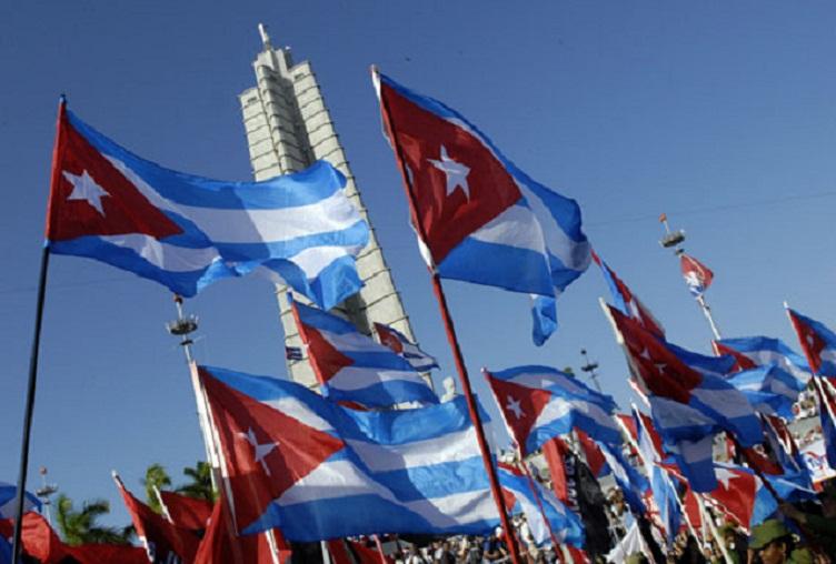 Abrirán los educadores cubanos desfile por el Primero de Mayo en todo el país