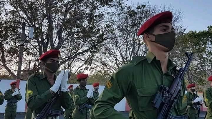 Envía Raúl mensaje de felicitación al Ejército Central en su aniversario 60 (+Audio)