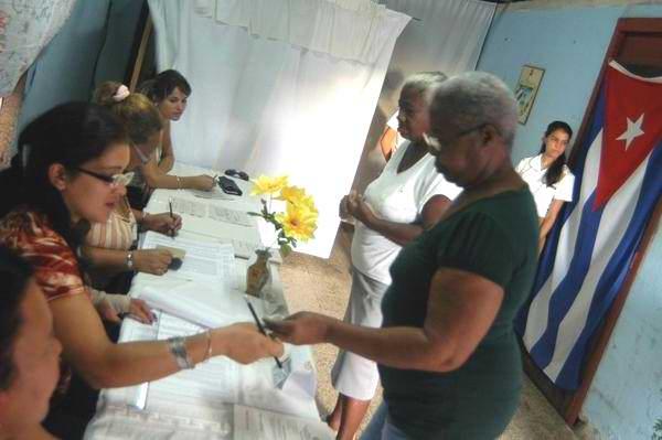 Elecciones de los delegados a las asambleas municipales del Poder Popular en Cuba, el 21 de octubre de 2012. Foto: Osvaldo Gutiérrez Gómez