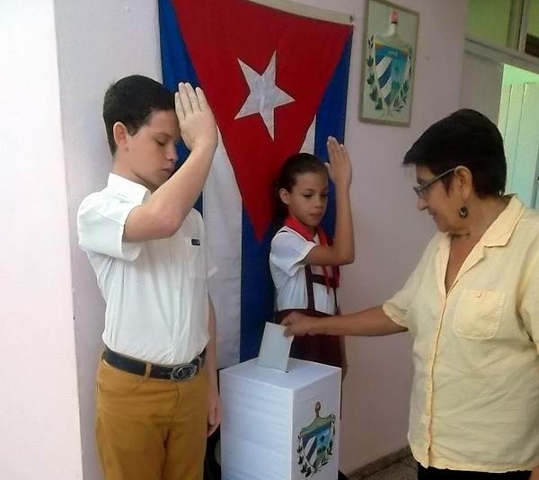 En la oriental provincia de Las Tunas el pueblo también está acudiendo a los colegios electorales desde las primeras horas del día a elegir a quienes mejor le pueden representar Foto Juan Manuel Olivares.