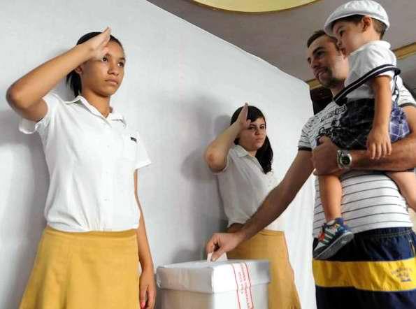 Elecciones a delegados de las asambleas muncipales en La Habana. Foto Tony Hernández Mena