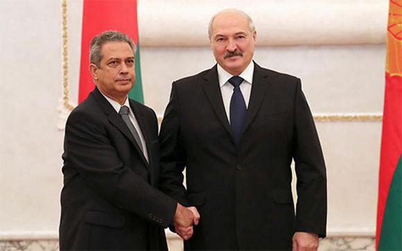 Embajador cubano presenta cartas credenciales al Presidente de Belarús Alexander Lukashenko
