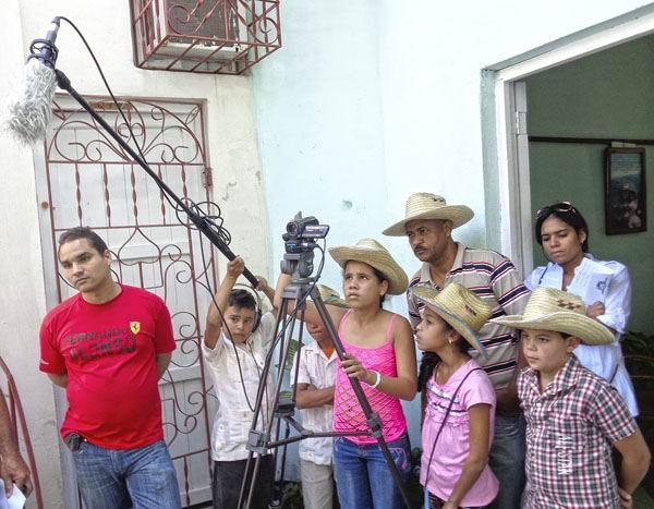 Niños en la radio comunitaria Sierra Maestra, fundada en el 2008. Foto: Iván Morales