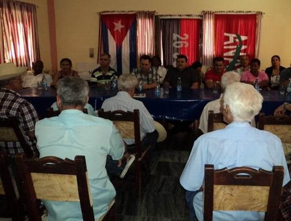 Emotivo encuentro con protagonistas de la historia de Cuba. Foto: Cabera Peinado
