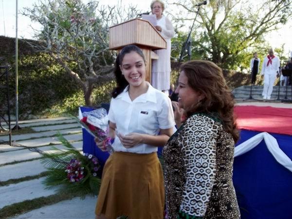 En la jornada, 56 muchachas recibieron el carné que las acredita como integrantes de la Federación de Mujeres Cubanas. Foto: Miozotis fabelo