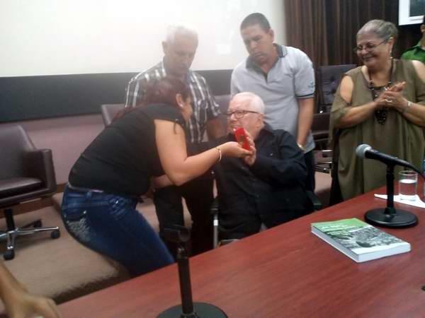 Jóvenes cubanos reconocen labor educativa de Armando Hart