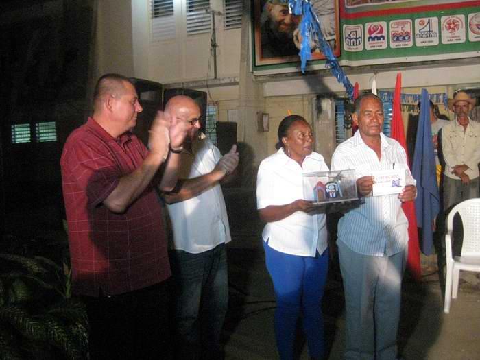 Coordinador Nacional de los CDR entrega Premio del Barrio en Las Tunas (+Audio)