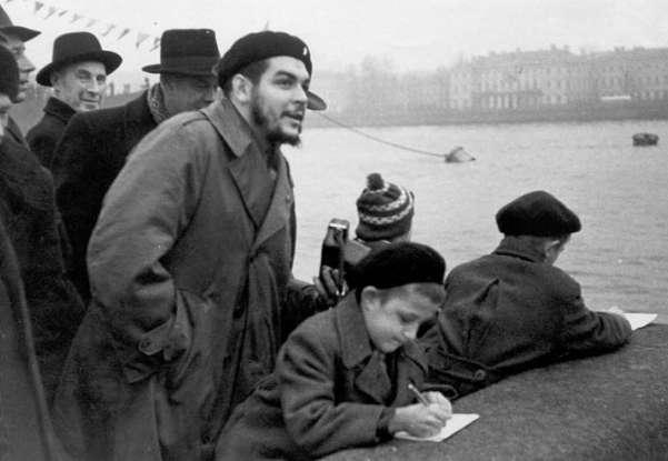 El Che junto a Raúl, Vilma y Juan Almeida por Santiago de Cuba