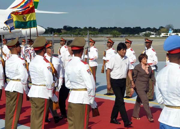 Evo Morales, Presidente del Estado Plurinacional de Bolivia, al llegar a Cuba para participar en la II Cumbre de la Comunidad de Estados Latinoamericanos y Caribeños (CELAC). Foto: Marcelino Vázquez
