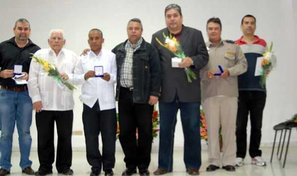 Condecoran a exagentes de la Seguridad del Estado cubana