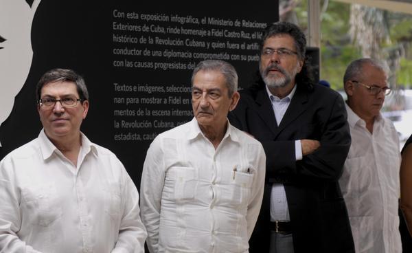De izquierda a derecha, Bruno Rodríguez Parrilla, ministro cubano de Relaciones Exteriores, José Ramón Balaguer Cabrera, Miembro del Secretariado del Comité Central y Jefe del Departamento de Relaciones Internacionales del Partido Comunista de Cuba (PCC) y Abel Prieto Jiménez, ministro de Cultura de Cuba. Foto: Oriol de la Cruz