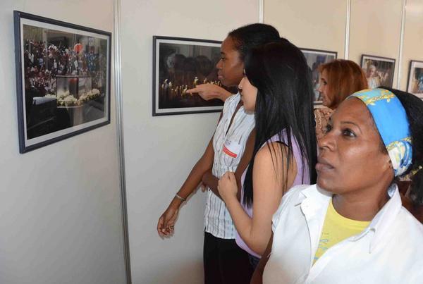 Inauguran exposición dedicada a Fidel en la sede del parlamento cubano