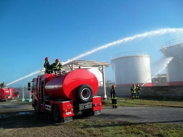 El Meteoro 2013 en Las Tunas concluyó con un ejercicio de extinción de incendio en el área de almacenamiento de combustible.