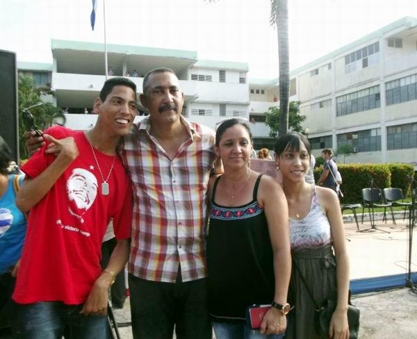 El regalo de una familia camag�eyana a Fidel (+Audio y fotos)