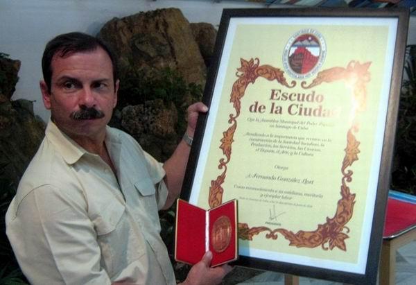 Escudo de Santiago de Cuba para tres h�roes