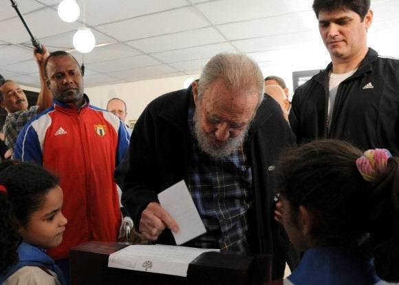 Fidel Castro ejerciendo el voto el 3 de febrero de 2013. Foto:Ismael Francisco