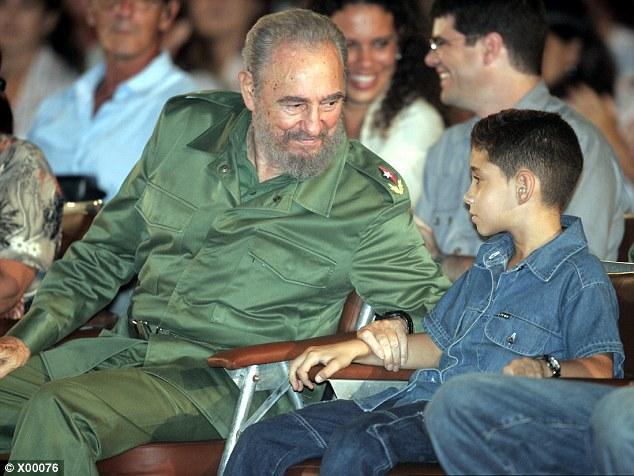 Fidel Castro junto al nió Elián González