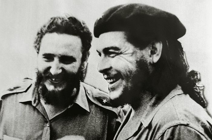 El Che asiste a una función de la Opera de Pekín