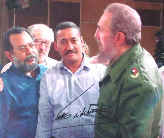 Nelson del Castillo (I) y  Hernán Uribe (C) junto a Fidel Castro. Foto: Archivo