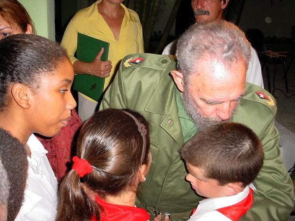 Fidel Castro y los niños