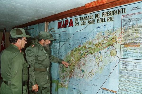 Fidel, de visita en el Consejo de Defensa Provincial Pinar del Río