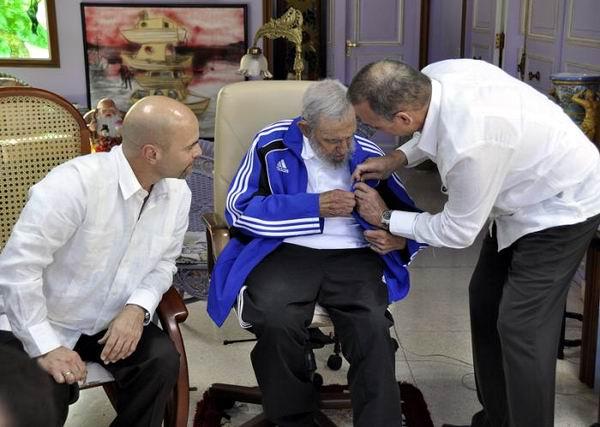 Encuentro de Fidel Castro con los Cinco Héroes. Foto: Estudio Revolución