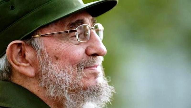 Cuban Cooperation Personnel in Angola Exhibit Photos of Fidel
