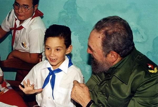 Junto al niño Elián, una de sus tantas victoriosas batallas. Foto: Archivo
