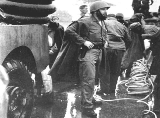 El entonces Primer Ministro del Gobierno Revolucionario, Comandante Fidel Castro, dirigió personalmente las operaciones de auxilio de la población afectada