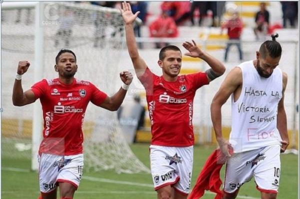 El jugador peruano Juan Cominges dedicó su gol al fallecido líder cubano