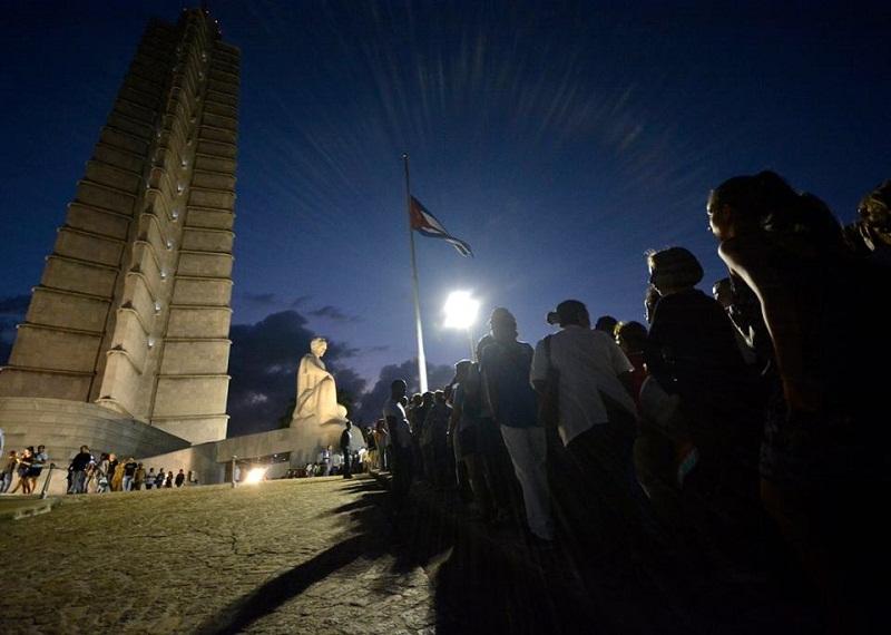 El pueblo cubano le rinde tributo póstumo a Fidel Castro. Foto: Abel Rojas