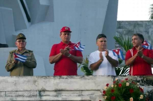 De izquierda a derecha General de Cuerpo de Ejército Ramón Espinosa Martín, Ministro de la Agricultura, Gustavo Rodríguez y Eduardo López, secretario provincial del PCC. Foto Miozotis Fabelo,