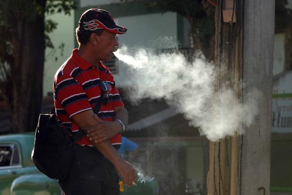 Reducir el consumo de tabaco no es solo responsabilidad de los fumadores (+ Audio)