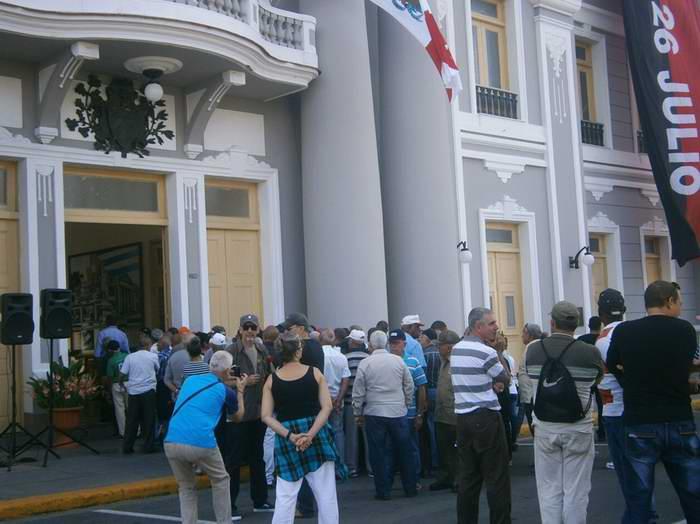 Cienfuegos con dolor y firmeza rinde homenaje a Fidel.Fotos: Mireya Ojeda