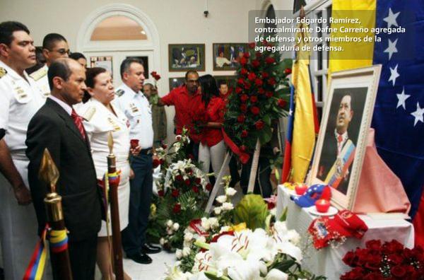 El embajador de la República Bolivariana de Venezuela en La Habana, Edgardo Antonio Ramírez, la contralmirante Dafne Carreño, y otros miembros de la agregaduría de defensa. Foto: Cortesía de la oficina de prensa de la embajada de Venezuela en Cuba.