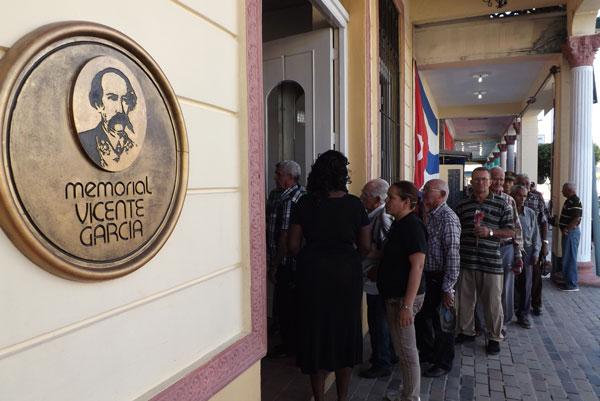 Homenaje de los tuneros en el Memorial Vicente García