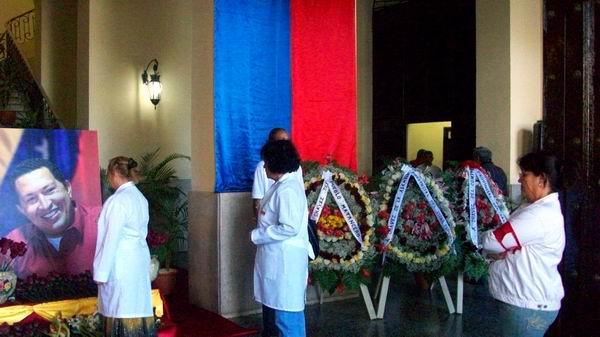 Centenares de deportistas y  médicos que cumplieron misiones en la República de Venezuela rindieron honores a Hugo Chávez. Foto: José M. Solís.