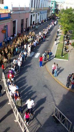 Cuba y Latinoamérica, están de luto para mañana; continuar una obra que ha quedado desbrozada para bien de la vida.  Gracias Chávez. Foto: José M. Solís.