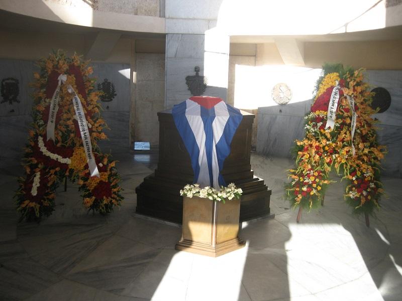 Ofrendas florales de Raúl y Díaz-Canel a José Martí