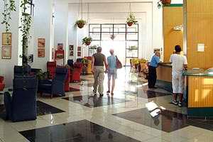 Lobby del hotel Jagua en Cienfuegos