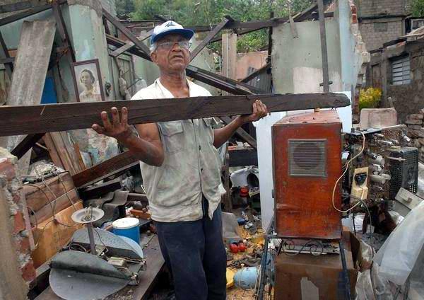 Daños causados por el paso del huracán Sandy, en Santiago de Cuba, el 25 de octubre de 2012. Foto: Miguel Justiz.