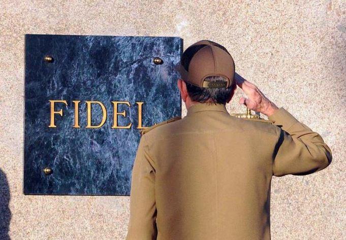El líder de la Revolución Cubana ya descansa junto a Martí. Foto: Juvenal Balán
