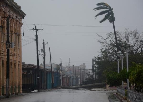 Irma tocó tierra en Cuba por Cayo Cruz