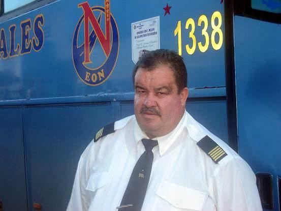 """Jorge Luis Serrano, """"Toto"""" padre, chofer del ómnibus Yutong que recorre el tramo Holguín- Habana-Holguín. Foto Aroldo garcía"""
