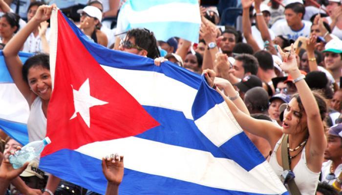 Juventud cubana de celebración en su día internacional