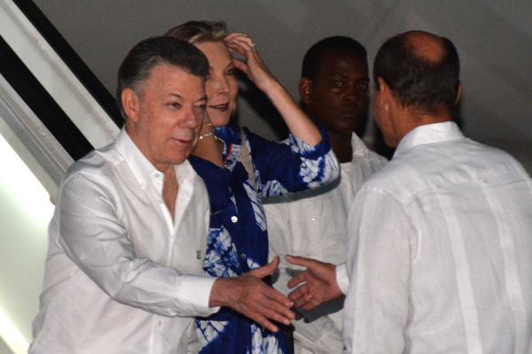 Llegó a Cuba presidente de Colombia en visita oficial