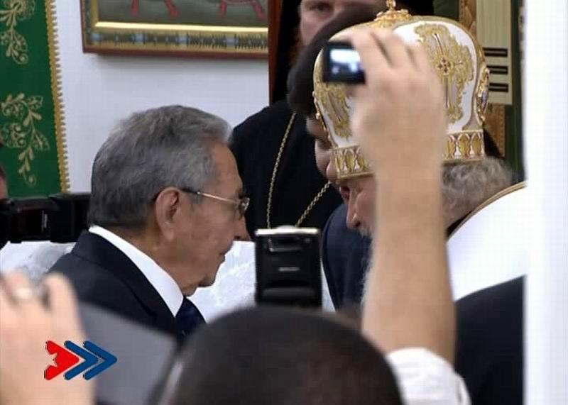 Raúl Castro junto al Patriarca Kirill al finalizar la Divina Liturgia en la Catedral Ortodoxa Rusa de Nuestra Señora de Kazán