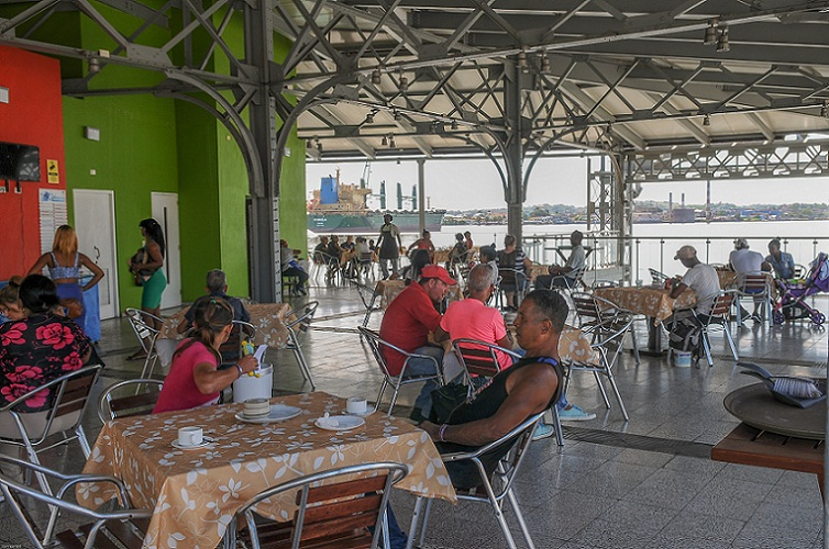 Cruzar la Bahía de La Habana en solo cinco minutos